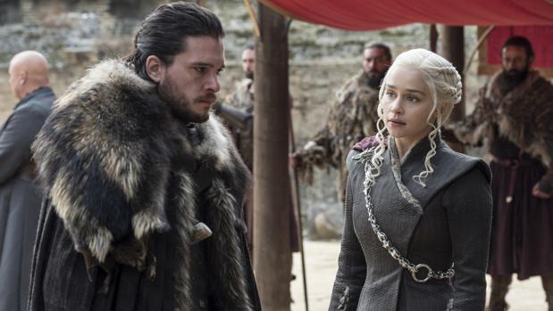 Jon Nieve y Daenerys Targaryen en el penúltimo capítulo de la séptima temporada