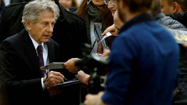Roman Polanski firma autógrafos a sus seguidores durante el Festival de Zurich celebrado la pasada semana