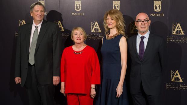 El presidente de la Academia de Hollywood, John Bailey (i); la presidenta de la Academia de Cine, Yvonne Blake; la directora de la Academia de Hollywood, Dawn Hudson y el director de la Academia de Cine, Joan Álvarez (d), durante un encuentro entre ambas instituciones ayer en Madrid