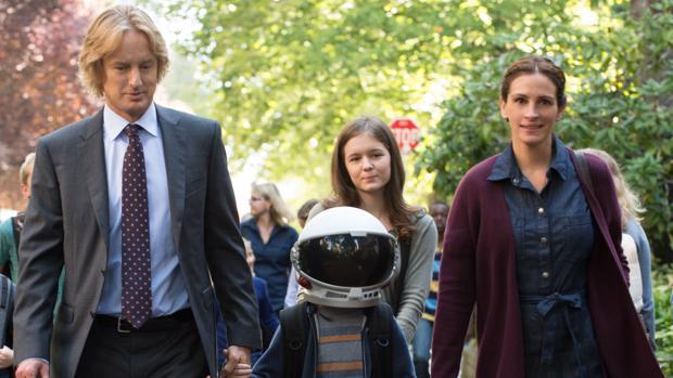 Owen Wilson, Jacob Tremblay y Julia Roberts, en una escena de «Wonder»