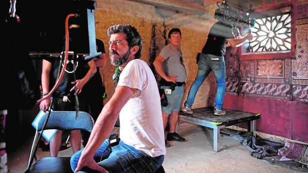 Alberto Rodríguez en el rodaje de «La peste«