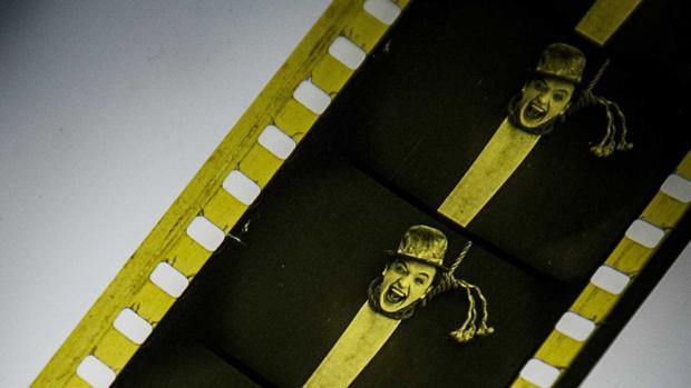 """Fotogramas de nitrato de la película de1924, """"Detained"""", del actor británico Stan Laurel, tras ser descubiertos"""