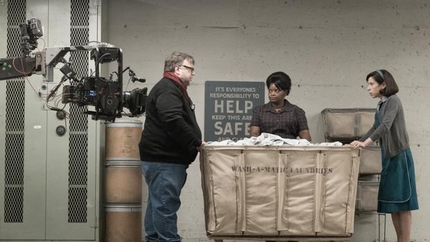 Guillermo del Toro en el rodaje de «La forma del agua», la favorita de los Oscars 2018 con 13 nominaciones