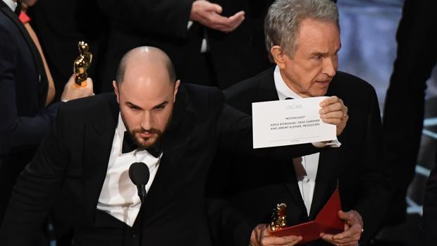 El momento histórico en que «Moonlight» se llevó el premio que se le había dado segundos antes a «La La Land»
