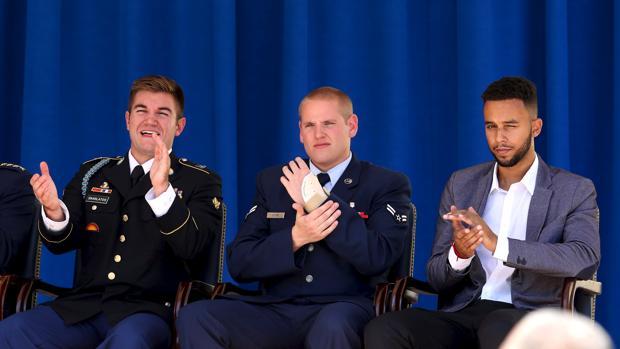 Spencer Stone, Alek Skarlatos y Anthony Sadler, los tres héroes que frenaron al terrorista y a los que Clint Eastwood homenajea en «15:17 Tren a París»