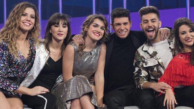 Los finalistas de Operación Triunfo, junto a Agoney