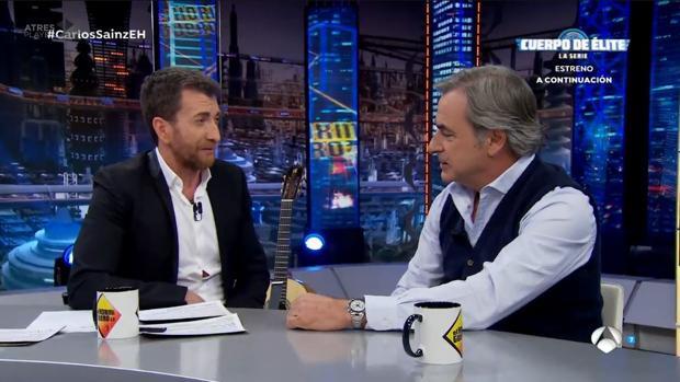 Pablo Motos y Carlos Sainz, en el plató de «El Hormiguero»