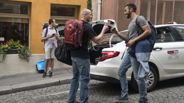 Los jóvenes viajaban por Europa como mochileros