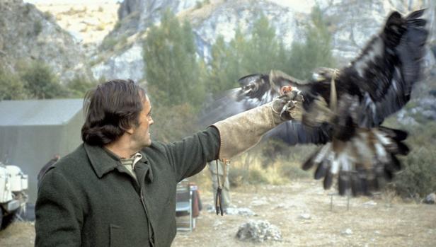 Félix Rodríguez de la Fuente durante el rodaje de «El Hombre y la Tierra»