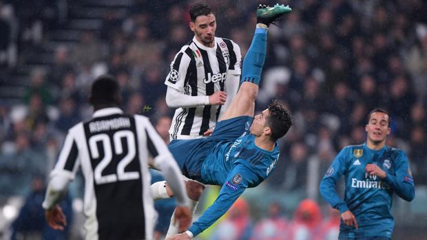 Cristiano Ronaldo remata de chilena en el último partido del Real Madrid en Champions, ante la Juventus