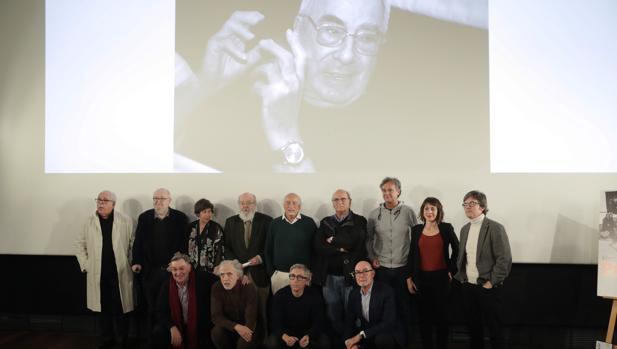 Foto de familia en la Academia de Cine tras el homenaje a Rafael Azcona