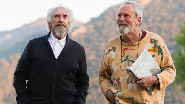 Jonathan Pryce (izquierda) y Terry Gilliam (derecha), durante el rodaje de «El hombre que mató a Don Quijote»