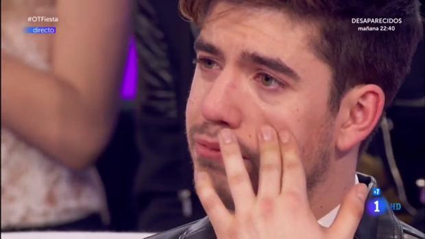 Roi Méndez, visiblemente emocionado en «Operación Triunfo»