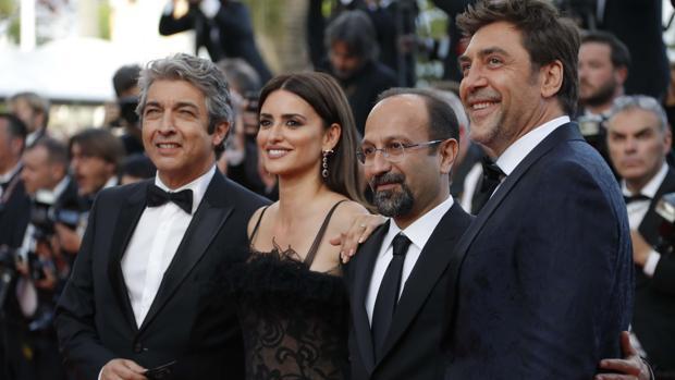 El directos Asghar Farhadi y los actores Penelope Cruz, Javier Bardem y Ricardo Darin