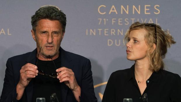 El cineasta Pawel Pawlikowski junto a la protagonista de «Cold War»
