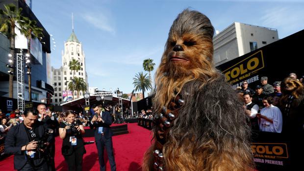 Chewaca, en la premier de «Han Solo: Una historia de Star Wars»