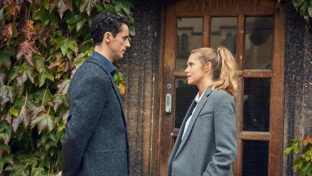 Matthew Clairmont y Diana Bishop son los protagonistas de «El descubrimiento de las brujas»