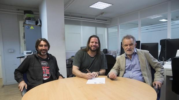Ángel Astudillo y Esteban Roel (a la izquierda), codirectores del ICM, junto a Pedro Touceda, director de FIBABC