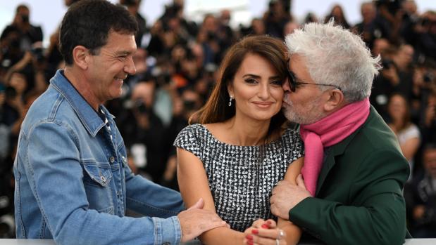 Antonio Banderas, Penélope Cruz y Pedro Almodóvar, en la presentación de Dolor y gloria en Cannes