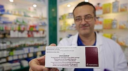 Las vacunas de la meningitis B; escasas, más caras y con el envase en portugués