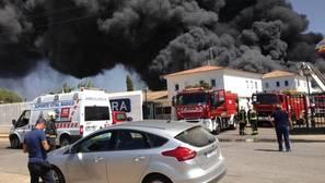 Un incendio destruye la pionera fábrica de Ybarra en Dos Hermanas