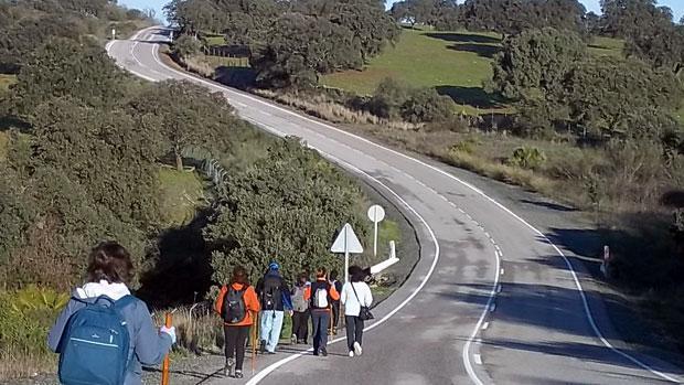 Auxilian a dos ancianos en el tramo del Camino de Santiago donde falleció un peregrino