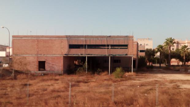 El centro médico de Camposoto lleva ya cinco años abandonado