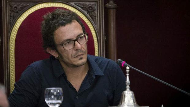 El alcalde de Cádiz sufre un accidente doméstico que le obliga a trabajar desde casa