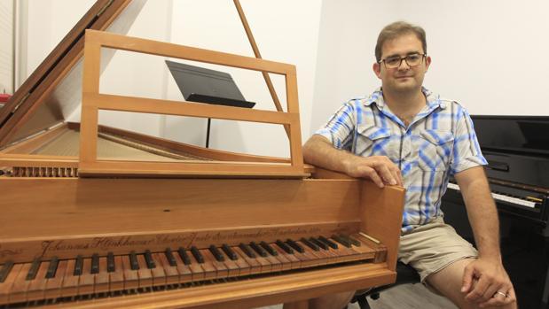 Félix Iván Martínez en una de las aulas de Bravissimo Music Lab