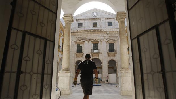 La Audiencia Provincial de Cádiz absuelve a los cinco acusados de okupar Valcárcel