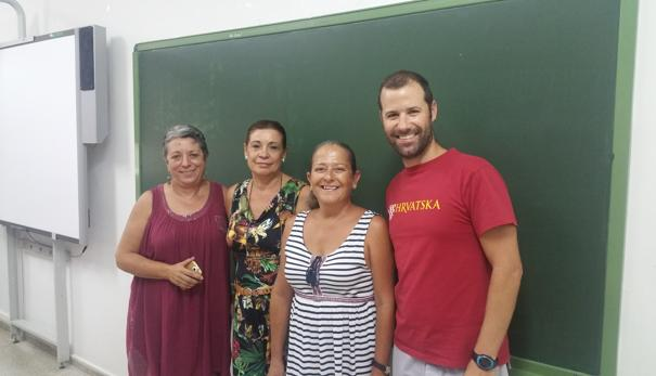 Araceli Lobo, Fanny Gómez, Myriam Gonsalves y Javier Martín en el centro de Sanlúcar la Mayor
