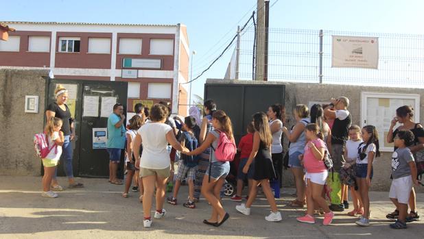 Alumnos del CEIP Reggio de Puerto Real, en su primer día de colegio