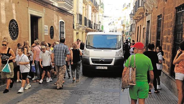 Plan C propone que los vehículos circulen a 20 km/ h por el centro de Cádiz
