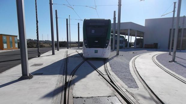 El tranvía sortea sus últimos obstáculos antes de su puesta en funcionamiento