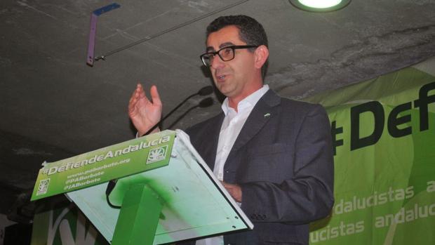 El alcalde de Barbate convoca la junta de portavoces por la dimisión de dos ediles de su equipo