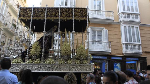 Columna celebra la procesión por el aniversario de su Virgen