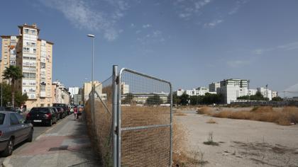 Solares para grandes proyectos que al final se quedan para aparcamientos