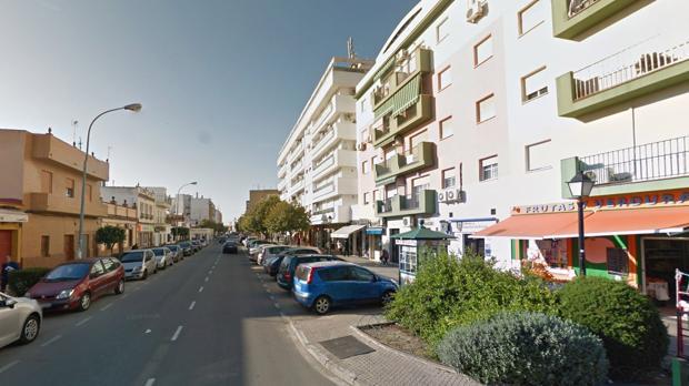 El incendio se produjo en un bloque de pisos de la calle Santa María de Gracia de Camas