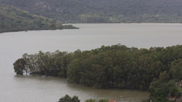 El PSOE exige mejoras en los ríos Cachón y Guadarranque