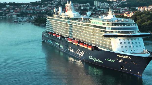 Tres cruceros coinciden este miércoles en el puerto de Cádiz