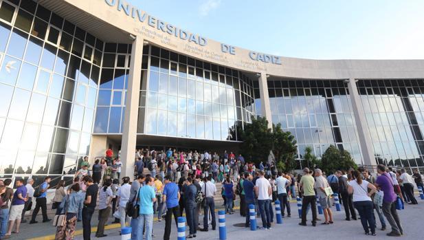 Consulta qué carreras tienen aún plazas en la Universidad de Cádiz