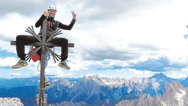 José Antonio Bellido en la cima grande de Lavaredo, en los Dolomitas