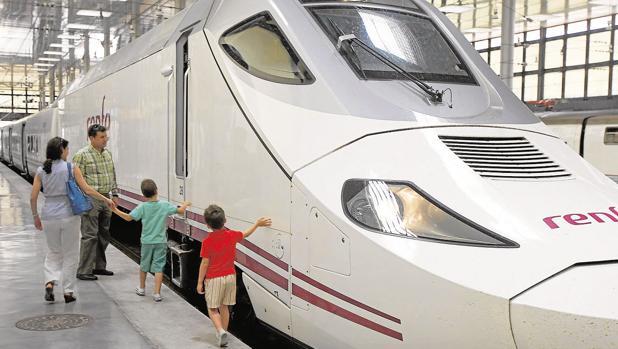 El uso del tren en la provincia sigue al alza y se distancia más del avión