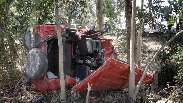Estado en el que quedó en 2011 un turismo accidentado en la N-IV a su paso por Los Palacios