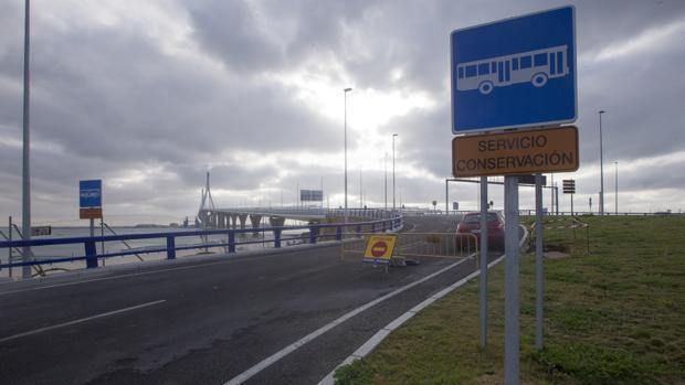 El carril reservado para el transporte público lleva meses cerrado por obras