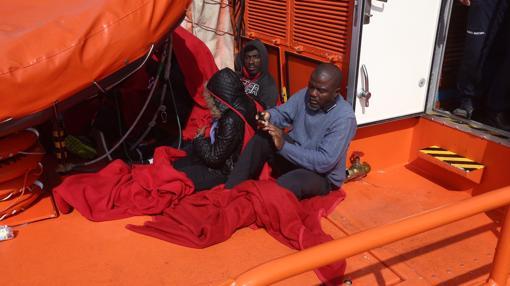 Salmavento Marítimo atiende a los inmigrantes esta mañana