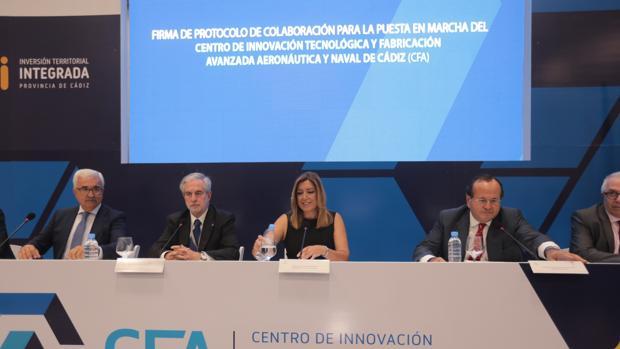 Susana Díaz recuerda a Pascual que «siempre» piden que se respete la legalidad