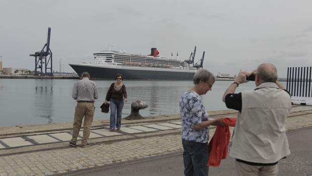 El PSOE critica la «nula» respuesta municipal a la integración del puerto