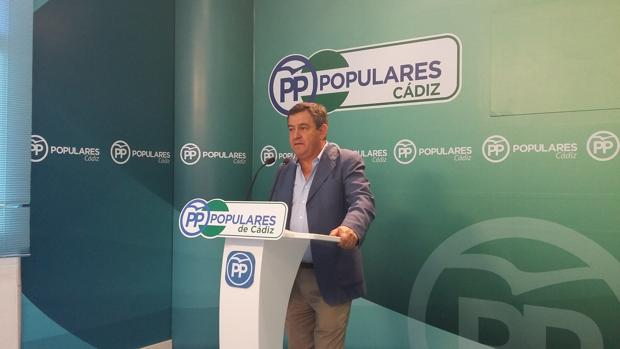 Loaiza insta a García a «pedir una excedencia en Diputación»