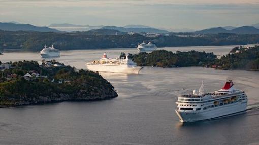 Cruceros Fred Olsen saliendo de Bergen